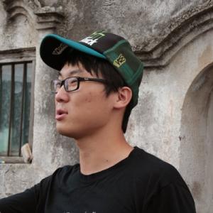 郭冬临/《扒手》导演酷似笑星郭冬临,引来城市画报记者采访